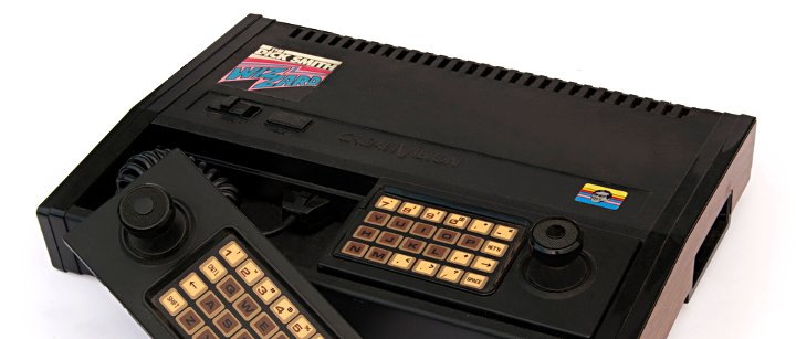 Vintage-Spielkonsole mit Controller