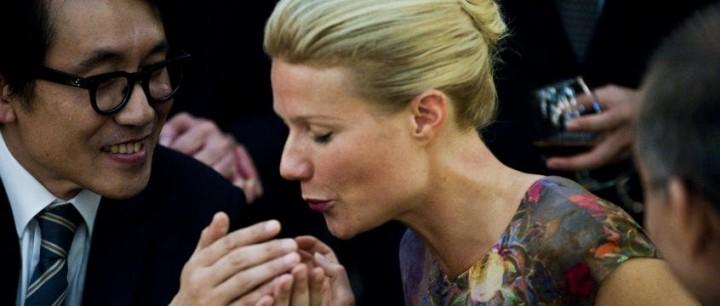Gwynth Paltrow küsst die Hand